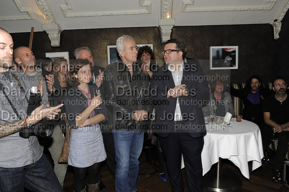 ISABEAU DOUCET; NICK DAVIES; WINNER OF THE MAVERICK AWARD; TOM WATSON, The 2011 Groucho Club Maverick Award. The Groucho Club. Soho, London. 14 November 2011. <br /> <br />  , -DO NOT ARCHIVE-© Copyright Photograph by Dafydd Jones. 248 Clapham Rd. London SW9 0PZ. Tel 0207 820 0771. www.dafjones.com.