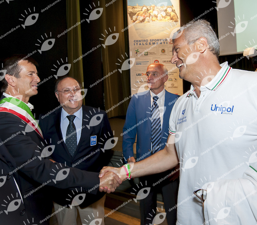 (L to R) Giorgio Gori Mayor Bergamo shaking hand with Italian Coach Sandro Campagna <br /> Opening Ceremony<br /> day 00 - 22/06/2015<br /> FINA Water Polo World League Superfinal Men<br /> Bergamo (ITA) 23-28 June 2015<br /> Photo G.Scala/Deepbluemedia