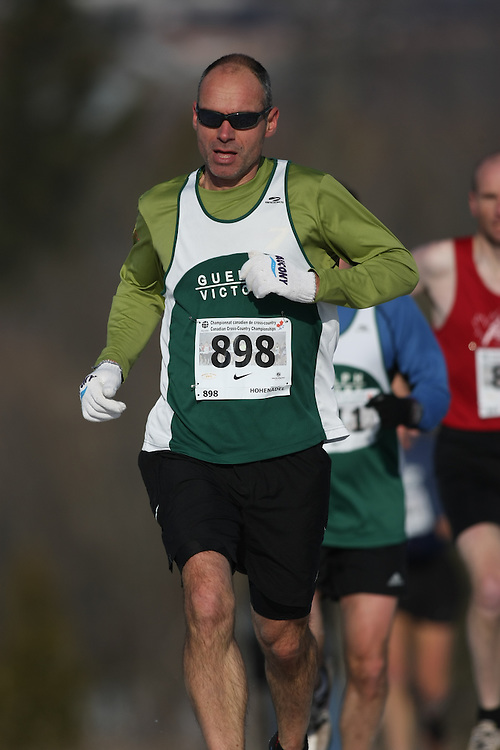 Guelph, Ontario ---29/11/08---  LUKE HOHENADEL runs in the master's race at the 2008 AGSI Canadian Cross Country Championships in Guelph, Ontario, November 29, 2008..Sean Burges Mundo Sport Images