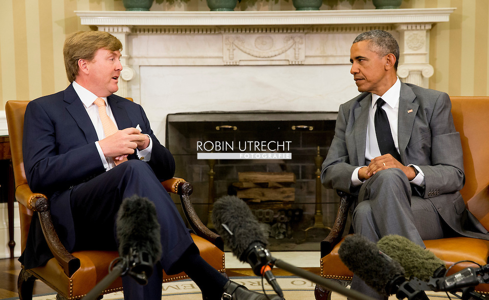 1-6-2015 WASHINGTON - King Willem-Alexander and Queen Maxima visit President Obama in the Oval office in the White House. The royal couple begins a three-day official visit. Official Visit to the Usa of King Willem Alexander and Queen Maxima of the Netherlands from 31 may till 4 june 2015 . COPYRIGHT ROBIN UTRECHT