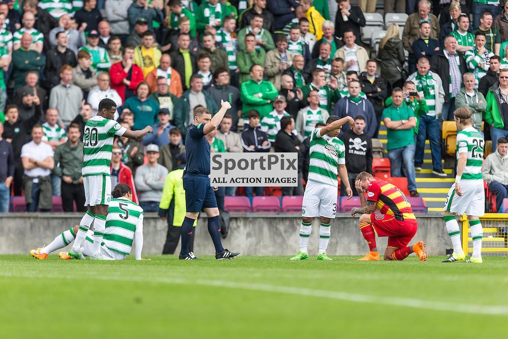 Virgil Van Dyke and Ryan Stevenson clash heads during the Scottish Premiership match between Partick Thistle and Celtic (c) ROSS EAGLESHAM   Sportpix.co.uk