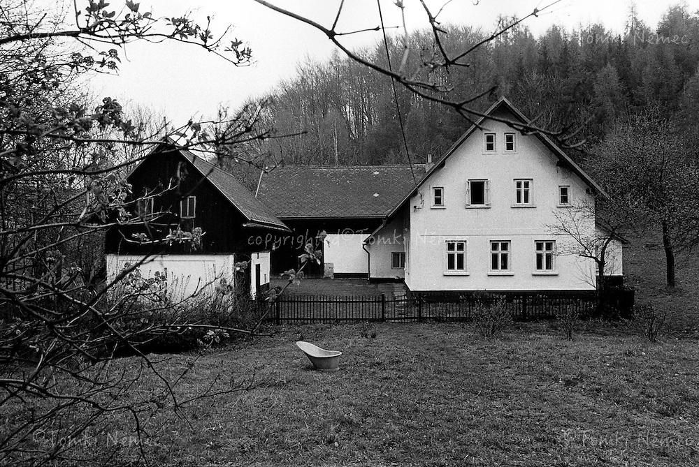 Vaclav Havel's village house - cottage - Hradecek, north Bohemia, 1991