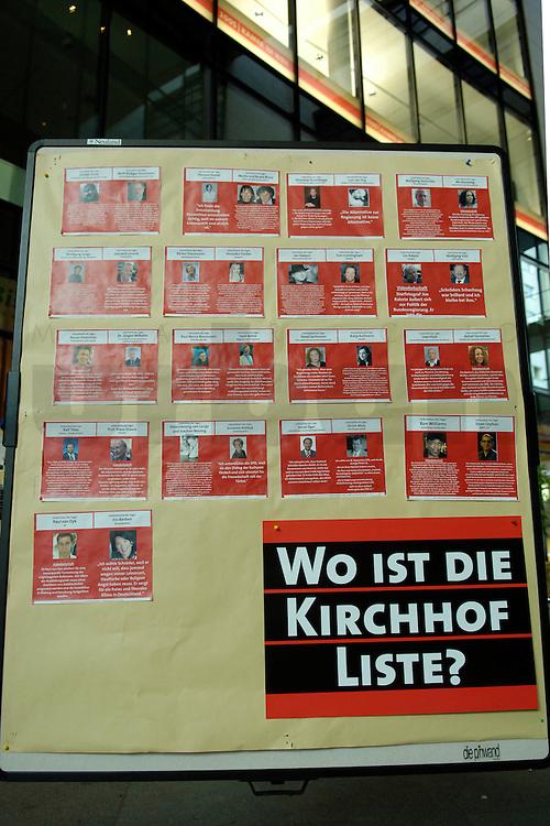 """09 SEP 2005, BERLIN/GERMANY:<br /> Aufsteller der SPD """"Wo ist die Kirchhof Liste?"""" mit Beitragen von Unterstuetzern, im Durchgang des Willy-Brandt-Hauses<br /> IMAGE: 20050909-04-0<br /> KEYWORDS: Plakat, Wahlkampf, Bundestagswahl"""