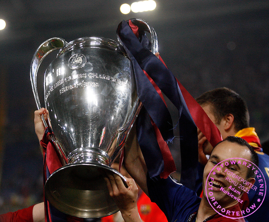 ROME 27/05/2009.Uefa Champions League - Final.Manchester United v Fc Barcelona.Andres Iniesta celebrates with the Champions League trophy ..Fot. Piotr Hawalej / WROFOTO