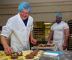 Pictured: Willie Rennie and Assistant Bakery Manager Mickey Wilson<br />
