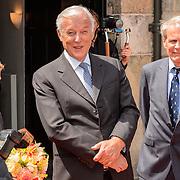 NLD/Den Haag/20150624 - Familiebedrijven Award 2015, aankomst Koninging Maxima ontvangen door John Fentener van Vlissingen