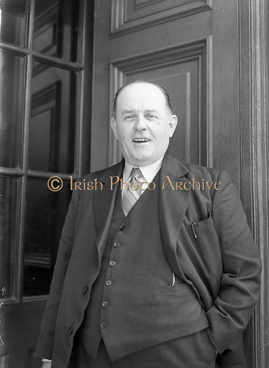 26/03/1957<br /> 03/26/1957<br /> 26 March 1957<br /> Deputies arriving at Dail Eireann, Leinster House, Dublin for first time after election. William Kenneally, T.D. Waterford.