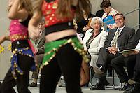 """05 JUL 2004, BERLIN/GERMANY:<br /> Renate Schmidt (L), SPD, Bundesfamilienministerin, und Gerhard Schroeder (R), SPD, Bundeskanzler, waehrend der Vorfuehrung der Tanzgruppe Freudentanz, Preisverleihung des bundesweiten Wettbewerbs fuer soziale Ideen und Projekte """"startscoial"""", Bundeskanzleramt<br /> IMAGE: 20040705-01-005<br /> KEYWORDS: Gerhard Schröder"""
