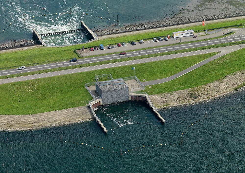 20110820 0029 Doorlaat middel in Zandkreekdam tussen Oosterschelde en Veerse meer om het brakke voedselrijke Veerse meer water te voorzien van zout Oosterschelde water