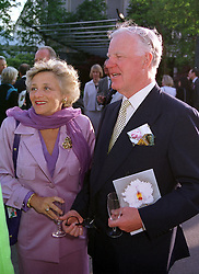 SIR JOCELYN STEVENS and MRS VIVIEN DUFFIELD <br /> the multi millionaire art patron, at the Chelsea Flower <br /> show in London on 22nd May 2000.OEJ 66