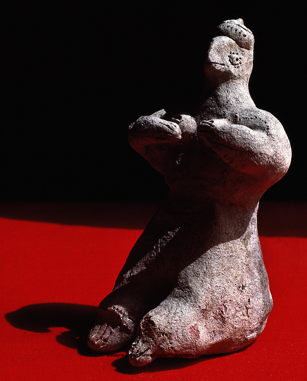 "Hellenistic ""Mother Goddess"" (16 cm high) found at Thaj, Saudi Arabia"