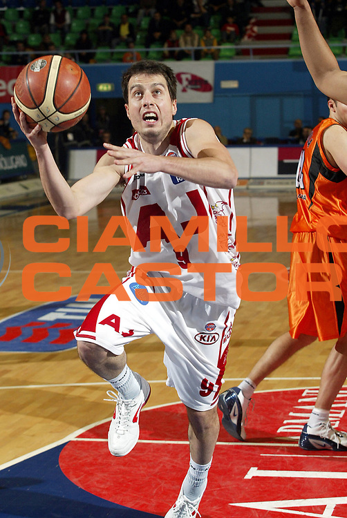 DESCRIZIONE : Milano Lega A1 2005-06 Armani Jeans Milano Viola Reggio Calabria<br />GIOCATORE : Bulleri<br />SQUADRA : Armani Jeans Milano<br />EVENTO : Campionato Lega A1 2005-2006<br />GARA : Armani Jeans Milano Viola Reggio Calabria<br />DATA : 14/04/2006<br />CATEGORIA : Penetrazione<br />SPORT : Pallacanestro<br />AUTORE : Agenzia Ciamillo-Castoria/S.Ceretti<br />Galleria : Lega Basket A1 2005-2006<br />Fotonotizia : Milano Campionato Italiano Lega A1 2005-2006 Armani Jeans Milano Viola Reggio Calabria<br />Predefinita :