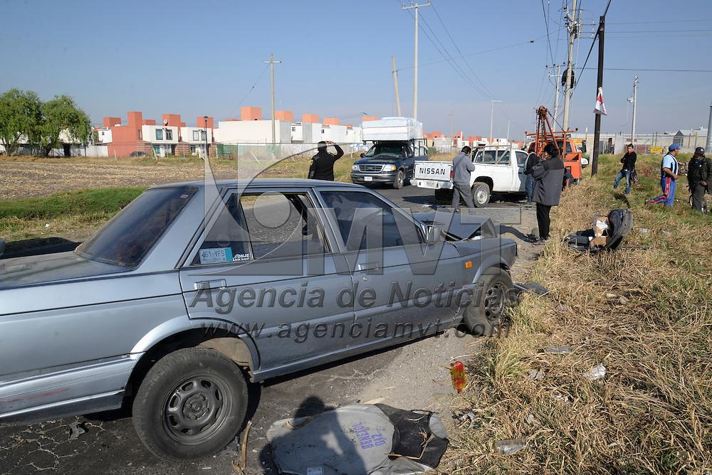 Toluca, México.- Una mujer resulto lesionada al registrarse un choque en la avenida Revolución casi esquina con López Portillo, camino a Otzolotepec, elementos del SUEM atendieron la emergencia. Agencia MVT / Crisanta Espinosa