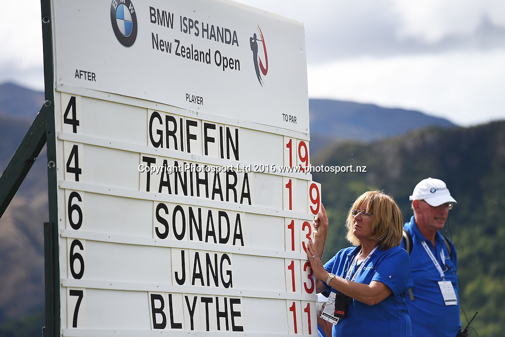 Volunteers during round 4 at The Hills during 2016 BMW ISPS Handa New Zealand Open. Sunday 13 March 2016. Arrowtown, New Zealand. Copyright photo: Andrew Cornaga / www.photosport.nz