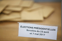 © Licensed to London News Pictures. 07/05/2017. Paris, France. French voters go to polls in St Ouen, north Paris, France as second round of the presidential election between independent centrist candidate Emmanuel Macron and the Front National's Marine Le Pen starts on Sunday, 7 May 2017. Photo credit: Tolga Akmen/LNP