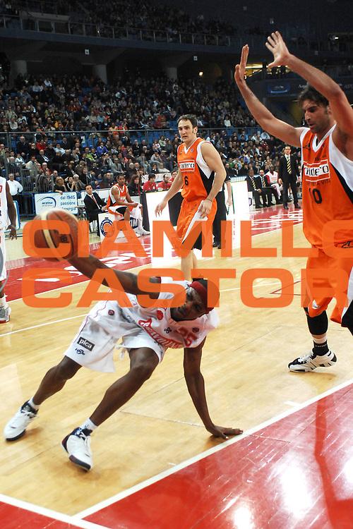 DESCRIZIONE : Pesaro Lega A1 2007-08 Scavolini Spar Pesaro Snaidero Udine <br /> GIOCATORE : Ronald Slay <br /> SQUADRA : Scavolini Spar Pesaro <br /> EVENTO : Campionato Lega A1 2007-2008 <br /> GARA : Scavolini Spar Pesaro Snaidero Udine <br /> DATA : 20/01/2008 <br /> CATEGORIA : Palleggio <br /> SPORT : Pallacanestro <br /> AUTORE : Agenzia Ciamillo-Castoria/L.Toni