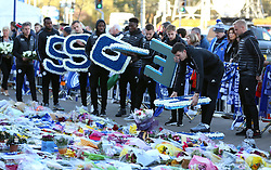 Leicester City players lead by goalkeeper Kasper Schmeichel (right) and Harry Maguire bring individual wreaths to add to the tributes at Leicester City Football Club. PRESS ASSOCIATION Photo. Picture date: Friday November 2, 2018. Leicester Chairman, Vichai Srivaddhanaprabha, was among those to have tragically lost their lives on Saturday evening when a helicopter carrying him and four other people crashed outside King Power Stadium. See PA story SOCCER Leicester. Photo credit should read: Nigel French/PA W