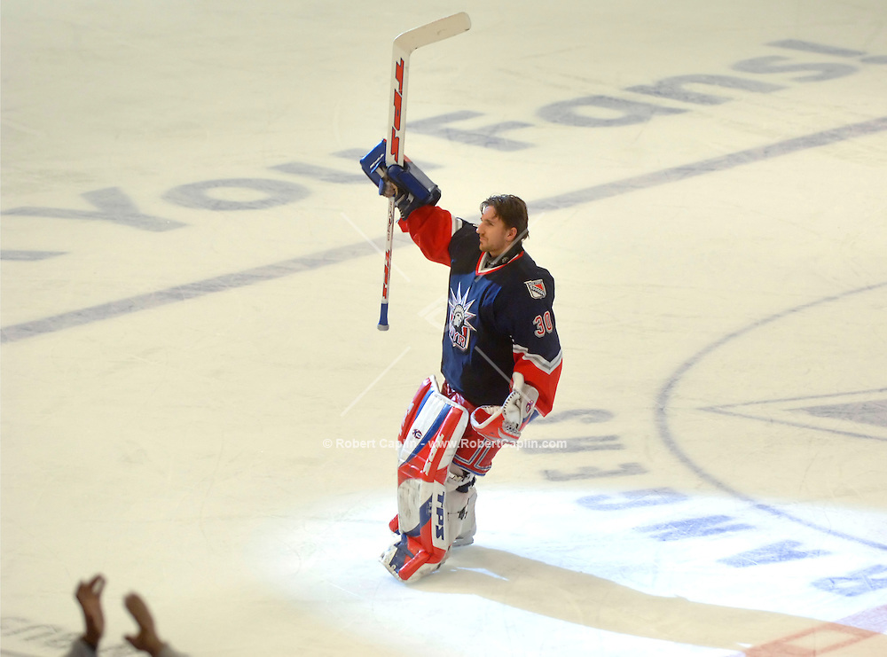 NEW YORK, NY -- January 7, 2006 -- New York's Michael Nylander celebrates with the crowd after he shutout the  Florida Panthers at Madison Square Garden.  Photo Credit: Robert Caplin For The New York Times