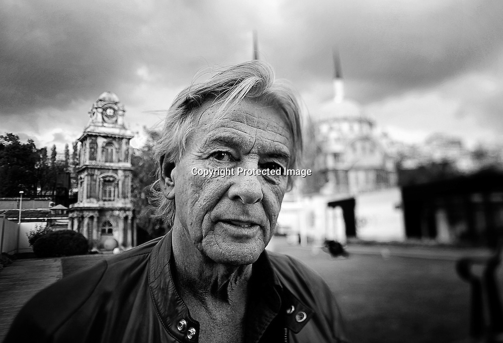 Dutch director Paul Verhoeven poses for photographs in front of the Nusretiye Mosque in Istanbul, Turkey, 14 November 2009. Verhoeven is in Istanbul to attend the session 'A Dutch Tale' featuring films that he directed between 1971 and 1983, at the Istanbul Museum of Modern Art. Paul Verhoeven is mostly known for his 90's Hollywood blockbusters: 'Robocop' (1987), 'Basic Instinct' (1992) and 'Total Recall' (1990).  EPA/KERIM OKTEN