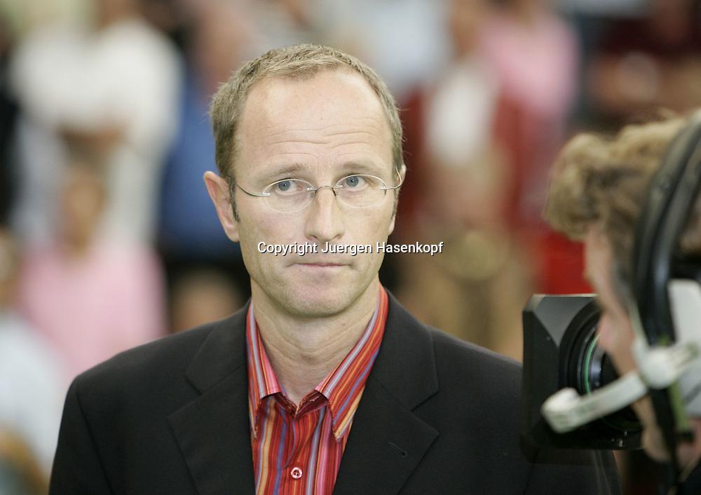 Porsche Tennis Grand Prix Turnier in Stuttgart-Filderstadt, Eurosport TV Kommentator Matthias Stach, 09.10.2005.