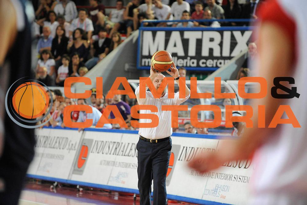 DESCRIZIONE : Teramo Lega A 2008-09 Bancatercas Teramo GMAC Fortitudo Bologna <br /> GIOCATORE : Andrea Capobianco<br /> SQUADRA : Bancatercas Teramo<br /> EVENTO : Campionato Lega A 2008-2009<br /> GARA : Bancatercas Teramo GMAC Fortitudo Bologna<br /> DATA : 10/05/2009<br /> CATEGORIA : Coach Curiosita<br /> SPORT : Pallacanestro<br /> AUTORE : Agenzia Ciamillo-Castoria/G.Ciamillo