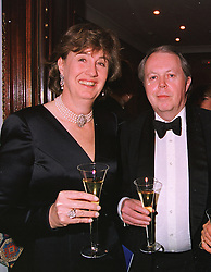 The EARL & COUNTESS DE LA WARR at a dinner in London on 19th May 1999.MSF 44 2olo
