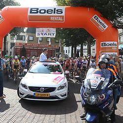 03-09-2016: Wielrennen: Ladies Tour: Tiel      <br />TIEL (NED) wielrennen   <br />Het vrouwenpeloton vertrekt voor de vijfde etappe rond Tiel