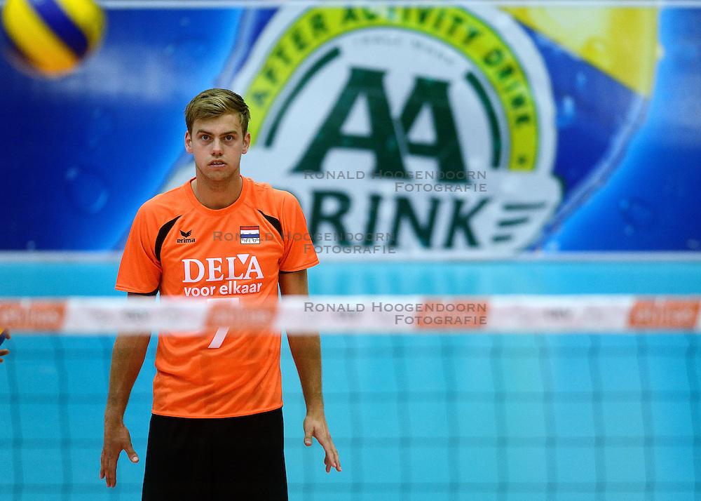 17-05-2013 VOLLEYBAL: BELGIE - NEDERLAND: KORTRIJK<br /> Nederland wint de eerste oefenwedstrijd met 3-0 van Belgie / Gijs Jorna - aa drink<br /> ©2013-FotoHoogendoorn.nl