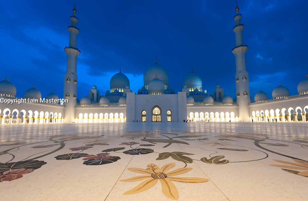 Sheikh Zayed Mosque at dusk in Abu Dhabi , United Arab Emirates, UAE