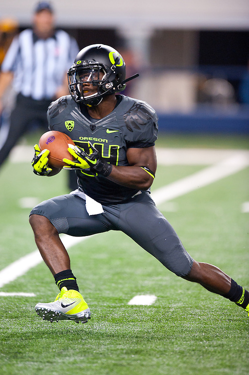 ARLINGTON, TX - SEPTEMBER 03: Running back Kenjon Barner #24 of the Oregon Ducks rushes during the game against the Oregon Ducks during the Cowboys Classic at Cowboys Stadium on September 03, 2011 in Arlington, Texas. ( Photo by: Rob Tringali) *** Local Caption *** Kenjon Barner