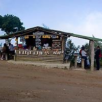 Puesto de venta de dulces y fresas, Galipán, Estado Vargas, Venezuela.