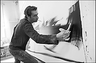 LE PEINTRE PIERRE ZUFFEREY DANS L' ATELIER DE ZUFFEREY A SIERRE 2010. .ART PEINTURE EXPO CREATION ARTISTE.  NO SALES - COPYRIGHT Omaire 2010. (PHOTO-GENIC.CH/ OLIVIER MAIRE)