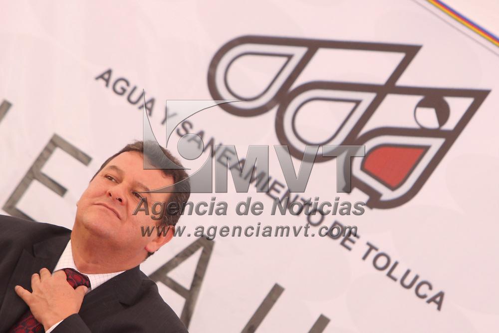 TOLUCA, México.- El organismo de Agua y Saneamiento de Toluca hizo entrega de los 3 automóviles que rifo entre sus contribuyentes cumplidos. Agencia MVT / Crisanta Espinosa. (DIGITAL)