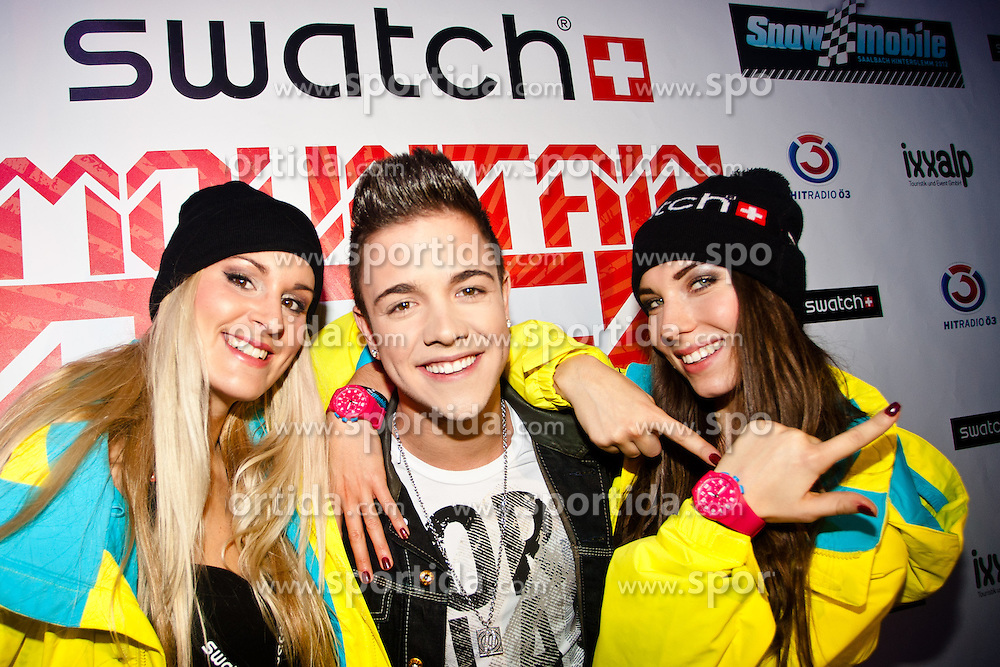 07.12.2012, Saalbach Hinterglemm, Snow Mobile 2012, im Bild DSDS Sieger Luca Haenni mit Swatch Mobile Girls during Snow Mobile 2012 at Swatch Mountain Bash Party Saalbach Hinterglemm, Austria on 2012/12/07. EXPA Pictures © 2012, PhotoCredit: EXPA/ Markus Casna