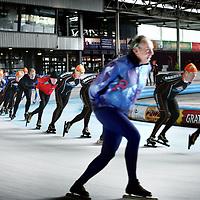 Nederland, Hoorn , 5 november 2010..Recreatieve schaatsers op de ijsbaan van  Schaatsbaan de Westfries..IJsbaan De Westfries voor vrijschaatsen, schaatslessen, een kinderfeestje, een sportief personeelsevenement, een winterse kerstborrel of een vergadering .In  the  winter the Dutch skate on rinks everywhere in the country.