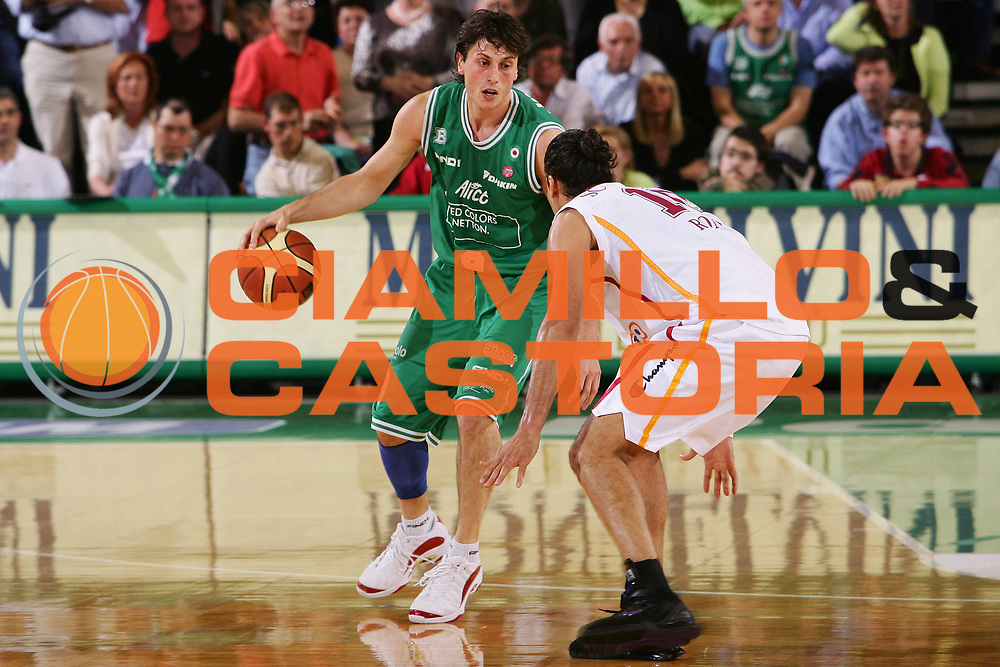 DESCRIZIONE : Treviso Lega A1 2005-06 Play Off Semifinale Gara 1 Benetton Treviso Lottomatica Virtus Roma <br /> GIOCATORE : Mordente <br /> SQUADRA : Benetton Treviso <br /> EVENTO : Campionato Lega A1 2005-2006 Play Off Semifinale Gara 1 <br /> GARA : Benetton Treviso Lottomatica Virtus Roma <br /> DATA : 31/05/2006 <br /> CATEGORIA : Palleggio <br /> SPORT : Pallacanestro <br /> AUTORE : Agenzia Ciamillo-Castoria/S.Silvestri