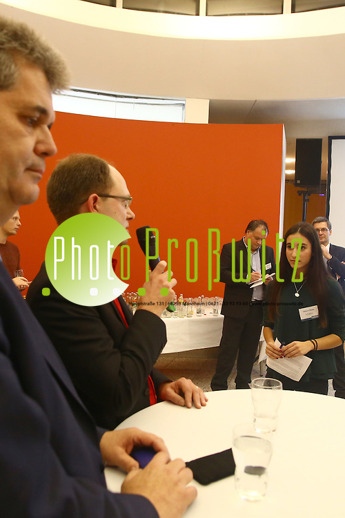 Mannheim. 01.12.15 Mannheimer Morgen Foyer. Politisches Gespr&auml;ch mit den Kandidaten zur Landtagswahl 2016, Sch&uuml;lern und Lesern der Tageszeitung Mannheimer Morgen.<br /> - CDU mit Carsten S&uuml;dmersen und Chris Rihm<br /> <br /> Bild: Markus Prosswitz 01DEC15 / masterpress (Bild ist honorarpflichtig - No Model Release!)
