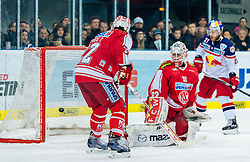 11.03.2016, Eisarena, Salzburg, AUT, EBEL, EC Red Bull Salzburg vs EC KAC, Viertelfinale, 7. Spiel, im Bild Tor zum 2:1 für die Red Bulls durch Dominique Heinrich (EC Red Bull Salzburg) // during the Erste Bank Icehockey League 7th quarterfinal match between EC Red Bull Salzburg and EC KAC at the Eisarena in Salzburg, Austria on 2016/03/11. EXPA Pictures © 2016, PhotoCredit: EXPA/ JFK