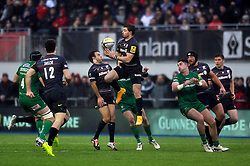 Ben Ransom of Saracens claims the ball in the air - Photo mandatory by-line: Patrick Khachfe/JMP - Mobile: 07966 386802 03/01/2015 - SPORT - RUGBY UNION - London - Allianz Park - Saracens v London Irish - Aviva Premiership