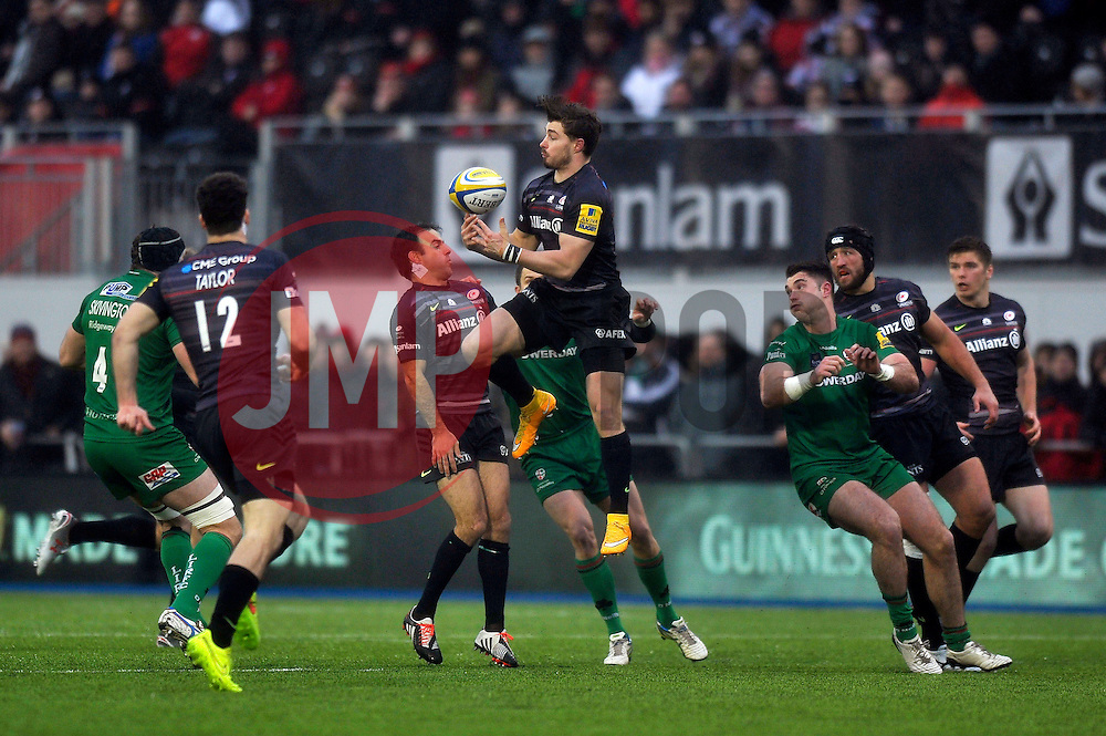 Ben Ransom of Saracens claims the ball in the air - Photo mandatory by-line: Patrick Khachfe/JMP - Mobile: 07966 386802 03/01/2015 - SPORT - RUGBY UNION - London - Allianz Park - Saracens v London Irish - Aviva Premiership