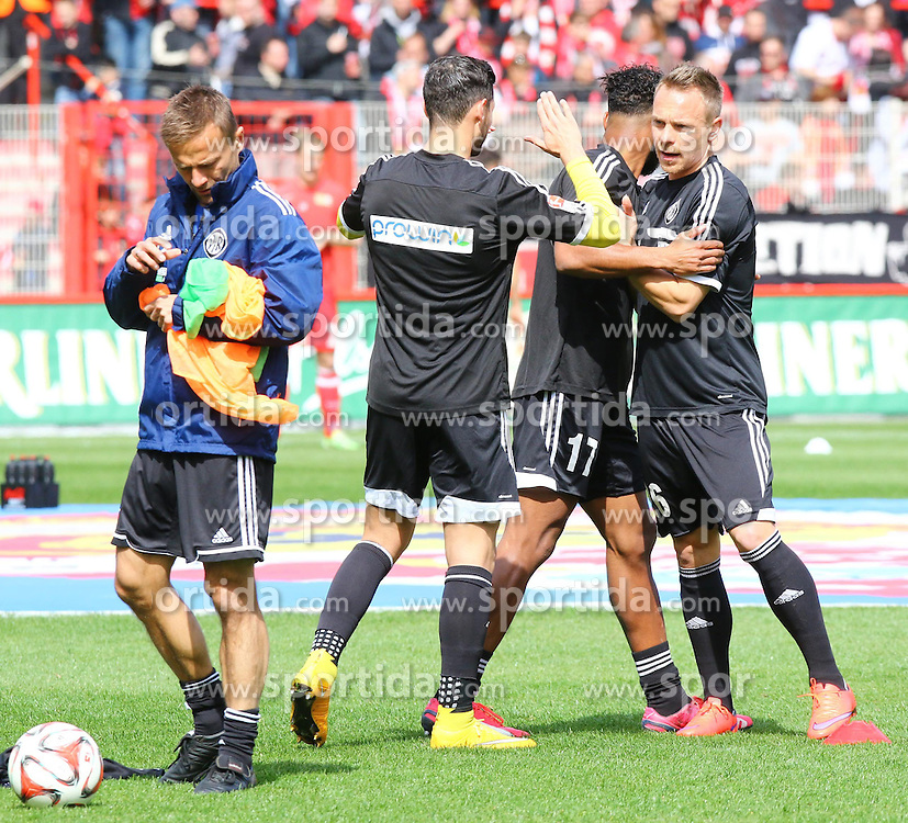 12.04.2015, Alte Foersterei, Berlin, GER, 2. FBL, 1. FC Union Berlin vs VfR Aalen, 28. Runde, im Bild Co-Trainer Michael Schiele gibt die Leibchen zum Aufwaerm-Spiel aus // SPO during the 2nd German Bundesliga 28th round match between 1. FC Union Berlin and VfR Aalen at the Alte Foersterei in Berlin, Germany on 2015/04/12. EXPA Pictures &copy; 2015, PhotoCredit: EXPA/ Eibner-Pressefoto/ Hundt<br /> <br /> *****ATTENTION - OUT of GER*****