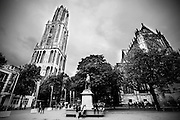 Het Domplein in Utrecht met links de Domtoren en rechts de Domkerk.<br /> <br /> The Domsquare with on the lefthandside the Dom and at the right side the Domchurch.