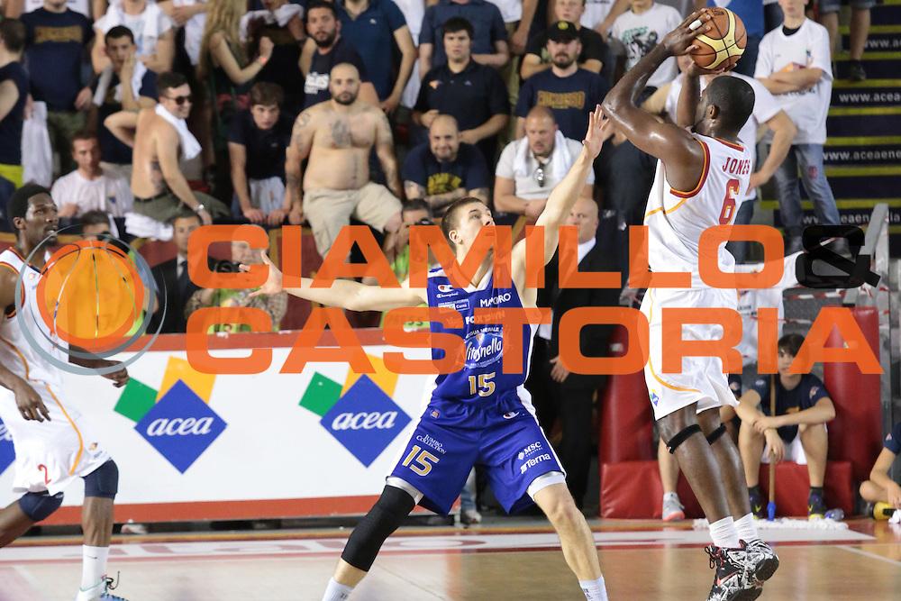 DESCRIZIONE : Roma quarti di finale gara 3 playoff 2013-2014 Acea Roma Acqua Vitasnella Cant&ugrave;<br /> GIOCATORE : Jones Bobby<br /> CATEGORIA : three points controcampo<br /> SQUADRA : Acea Roma<br /> EVENTO : quarti di finale gara 3 playoff 2013-2014<br /> GARA : Acea Roma Acqua Vitasnella Cant&ugrave;<br /> DATA : 24/05/2014<br /> SPORT : Pallacanestro <br /> AUTORE : Agenzia Ciamillo-Castoria/M.Simoni<br /> Galleria : playoff 2013-2014<br /> Fotonotizia : Roma quarti di finale gara 3 playoff 2013-2014 Acea Roma Acqua Vitasnella Cant&ugrave;<br /> Predefinita :