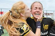 DEN BOSCH - Den Bosch - Laren, Hockey Dames Finale NK, seizoen 2010-2011, 04-06-2011, Complex Oosterplas, Margot van Geffen (L), Maartje Paumen (R).