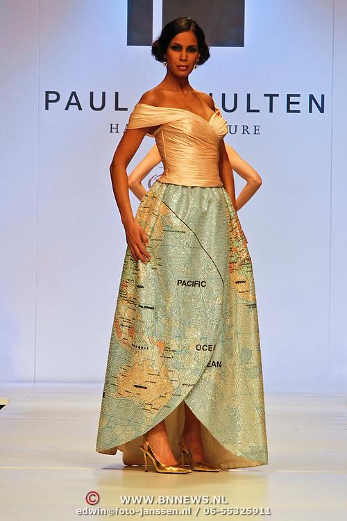 NLD/Amsterdam/20100228 - Modeshow Paul Schulten zomer 2010,