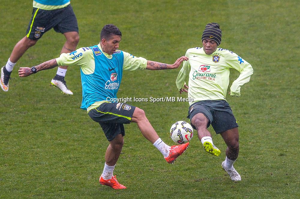 Roberto Firmino / Elias - 24.03.2015 - Football - Entrainement Bresil -Stade Charlety-Paris<br /> Photo : Andre Ferreira / Icon Sport