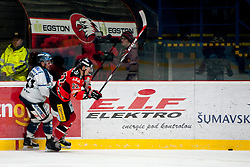 01.03.2015, Ice Rink, Znojmo, CZE, EBEL, HC Orli Znojmo vs EHC Black Wings Linz, 53. Runde, im Bild v.l. Curtis Murphy (Linz ) Patrik Novak (HC Orli Znojmo) // during the Erste Bank Icehockey League 53th round match between HC Orli Znojmo and EHC Black Wings Linz at the Ice Rink in Znojmo, Czech Republic on 2015/03/01. EXPA Pictures © 2015, PhotoCredit: EXPA/ Rostislav Pfeffer