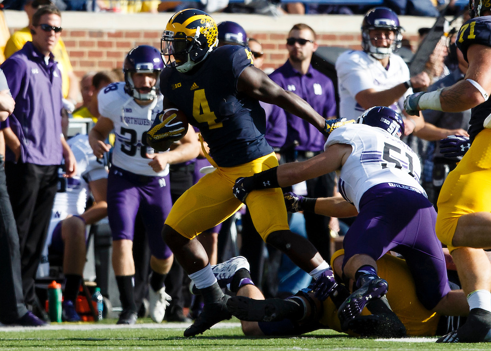 Oct 10, 2015; Ann Arbor, MI, USA; Michigan Wolverines running back De'Veon Smith (4) rushes in the second quarter against the Northwestern Wildcats at Michigan Stadium. Mandatory Credit: Rick Osentoski-USA TODAY Sports