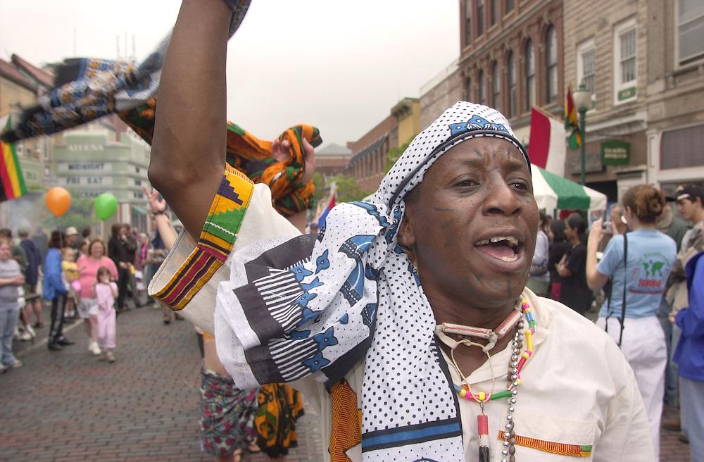 16470 International Street Fair 2004 : Candid Shots