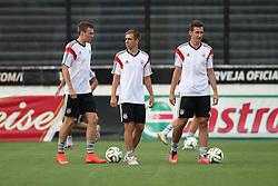 12.07.2014, San Januario Stadium, Rio de Janeiro, BRA, FIFA WM, Deutschland vs Argentinien, Finale, Abschlusstraining, im Bild v.l. Kevin Grosskreutz (GER), Philipp Lahm (GER) und Miroslav Klose (GER) // German football players Grosskreutz, Lahm and Klose during a practice session of team Germany prior to Final match between Germany and Argentina of the FIFA Worldcup Brazil 2014 at the San Januario Stadium in Rio de Janeiro, Brazil on 2014/07/12. EXPA Pictures © 2014, PhotoCredit: EXPA/ Eibner-Pressefoto/ Cezaro<br /> <br /> *****ATTENTION - OUT of GER*****